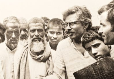 Shivanand Tiwari (in spectacles) on a cycle rally from Delhi to Guwahati in 1983 against the official use of English